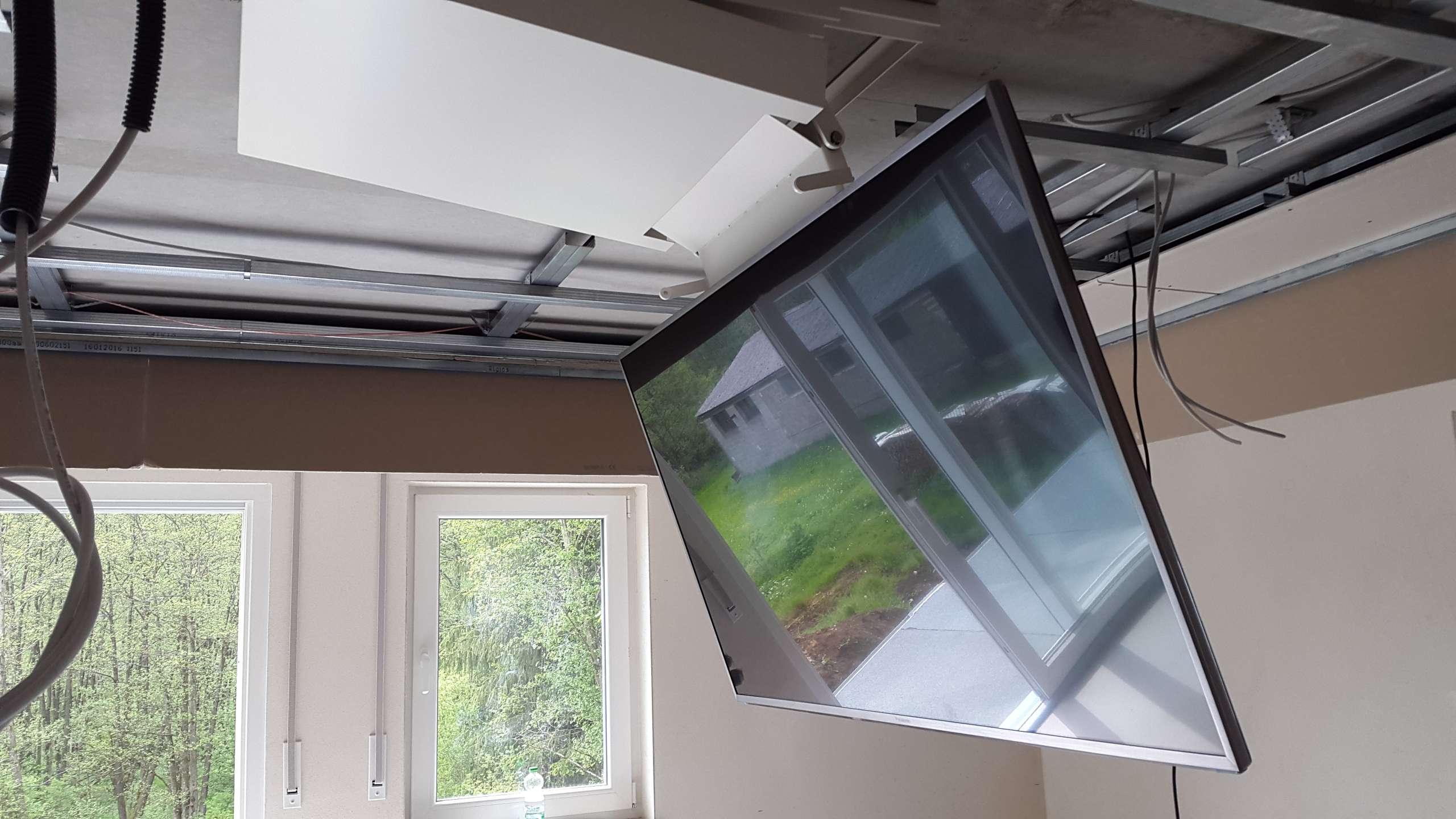 tv deckenlift versteckt auch ihren fernseher grobi tv. Black Bedroom Furniture Sets. Home Design Ideas