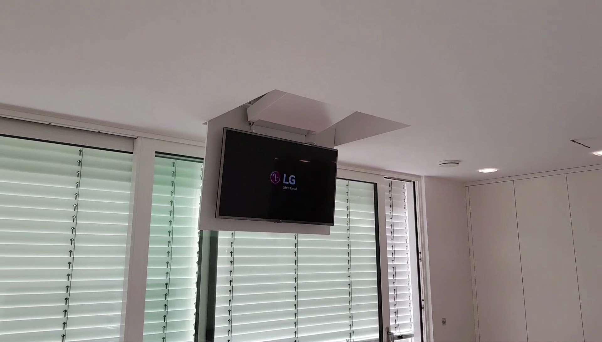 Ab in die Decke - dieser Fernseher ist nicht mehr zu sehen | Blog ...