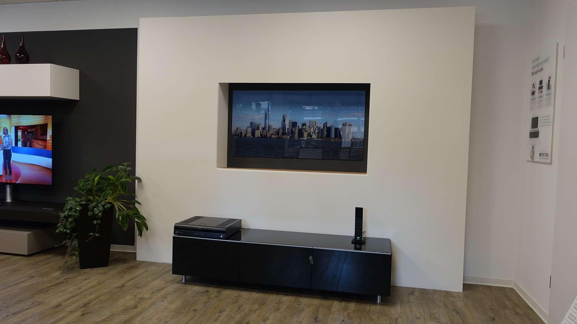 unsichtbare lautsprecher versteckter fernseher so. Black Bedroom Furniture Sets. Home Design Ideas