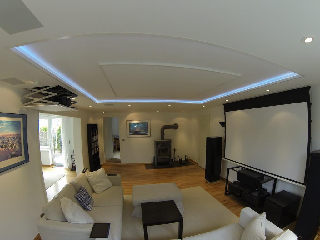 wieder fotos von einer sch nen heimkinol sung im wohnzimmer blog grobi tv. Black Bedroom Furniture Sets. Home Design Ideas